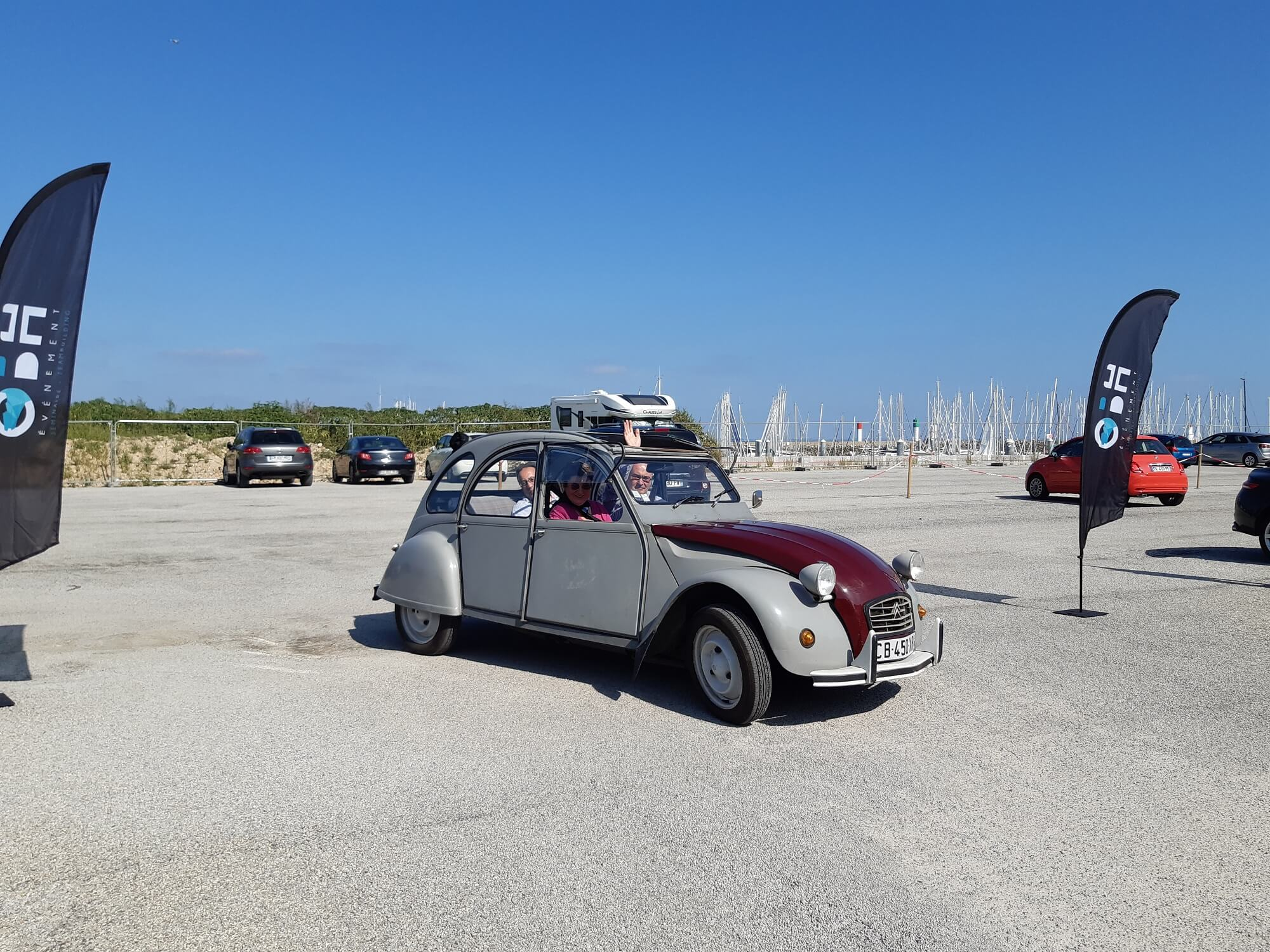 Rallye 2CV Saint-Gilles Croix de vie avec OBH EVENEMENT